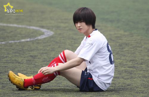Mostrando la cancha de soccer a karam y un jueguito ;)  21363sharingyoochun